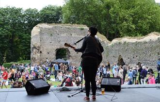 Live performance in Reading Abbey Ruins