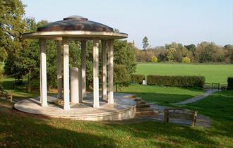 Magnat Carter memorial Runnymede