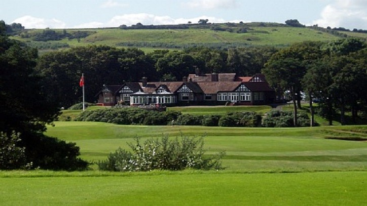 9th hole and clubhouse at Delamere Forest GC