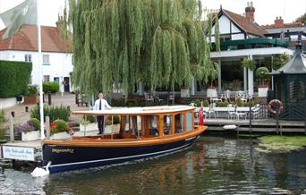 Private Boat Hire: Dragonfly at the Waterside Inn