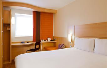 Ibis Temple Quay bedroom
