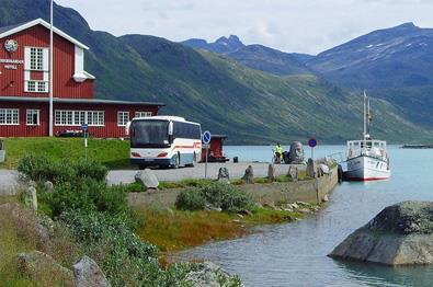 Dagstur med buss og båt til Jotunheimen.