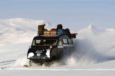 Tagestour nach Eidsbugarden mit Schneemobilen