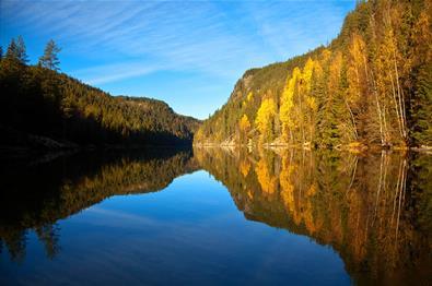 En nydelig høstdag på søre del av Aurdalsfjorden.