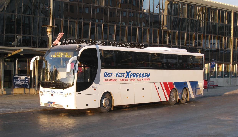 Ekspressbuss mellom Lillehammer, Fagernes, Sogndal og Bergen.