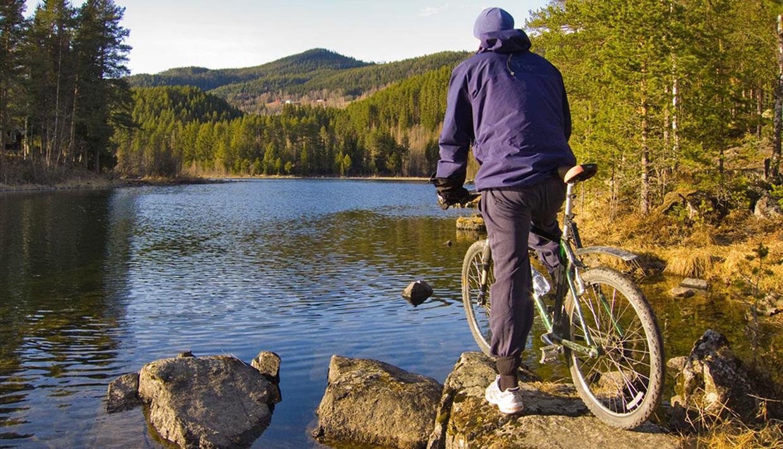 Cyclist overlooking Lake Fløafjorden.