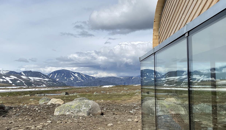 Servicebygget har flott utsikt til Jotunheimen