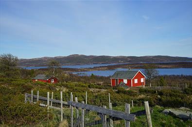 Lake Fullsenn is located east in Valdres close to Langsua National Park.