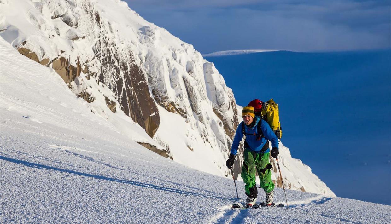 Skitur oppover mot Rasletinden.