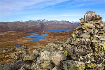 At Tyinstølsnøse with a view over lakes and mountainous landscape to the pointed peaks og Hurrungane.