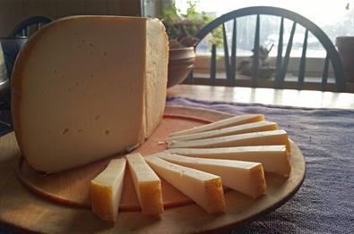 Farm made cheese from Olestølen Mikroysteri