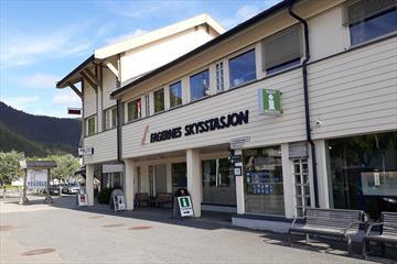 Fagernes Turistkontor ligger sentralt på Skysstasjonen.