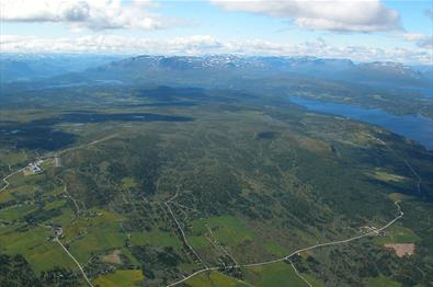 """Aerial view of Golsfjellet showing large parts of the mountain road that leads around it. The cycling tour """"Golsfjellet rundt"""" follows this road."""