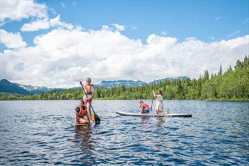 Glade padlere på SUP i Øyangen