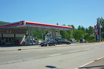 The petrol stasjon Nes Trafikksenter seen from across the road.