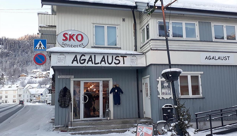 Skosenteret er en gatebutikk på Fagernes med et stort utvalg av sko til damer, herrer og barn.