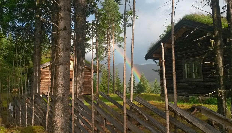 Regnbue over Skrukkefyllhaugen