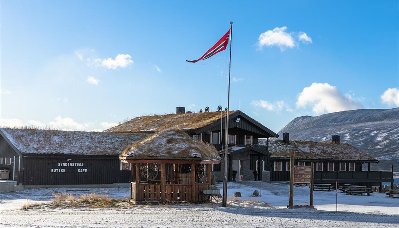 Syndinstøga er et fint å stoppe for en matbit eller overnatte på Syndin i Valdres.