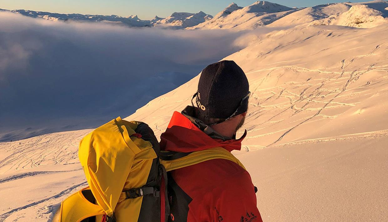 Guided ski tour to Synshorn.