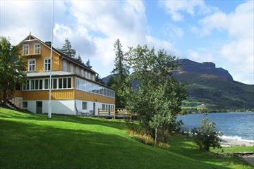 Das Sommerhotel in Vang liegt am Ufer des Sees Vangsmjøsa.