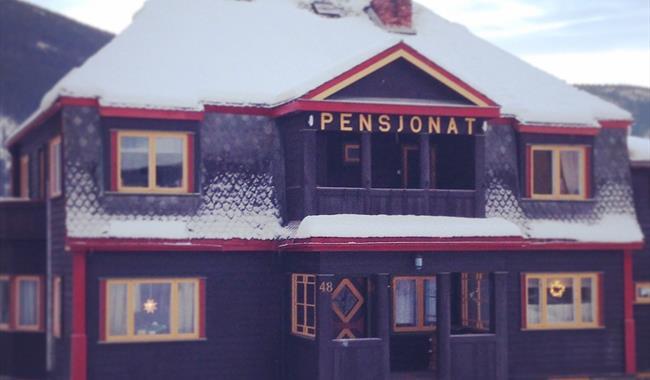 Opheim Pensjonat i vinterdrakt