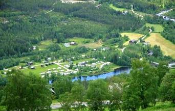 Oversiktsbilde Sataslåtten Camping, tatt frå Liagardane, Ål