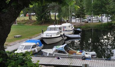 GJESTEBRYGGE: Gjestebrygga har strøm og vann for fritidsbåter.