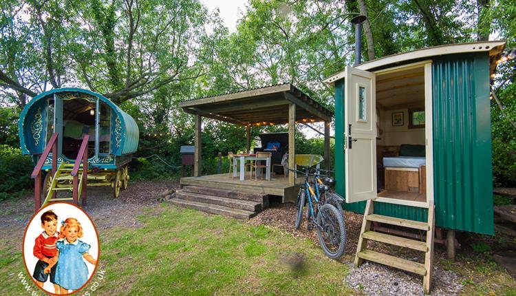 Widbrook Barns - Shepherd's Hut and Gypsy Caravan