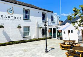 peartree aprtements - exterior