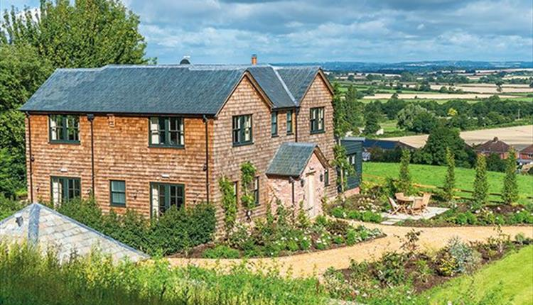 Hillside Exterior Holiday Cottage in Wiltshire Countryside