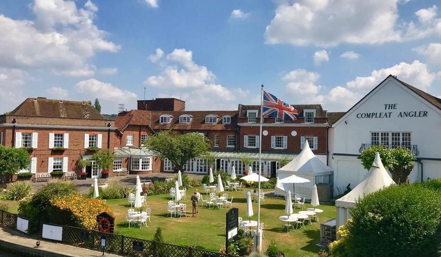 Macdonald Compleat Angler on the River Thames at Marlow