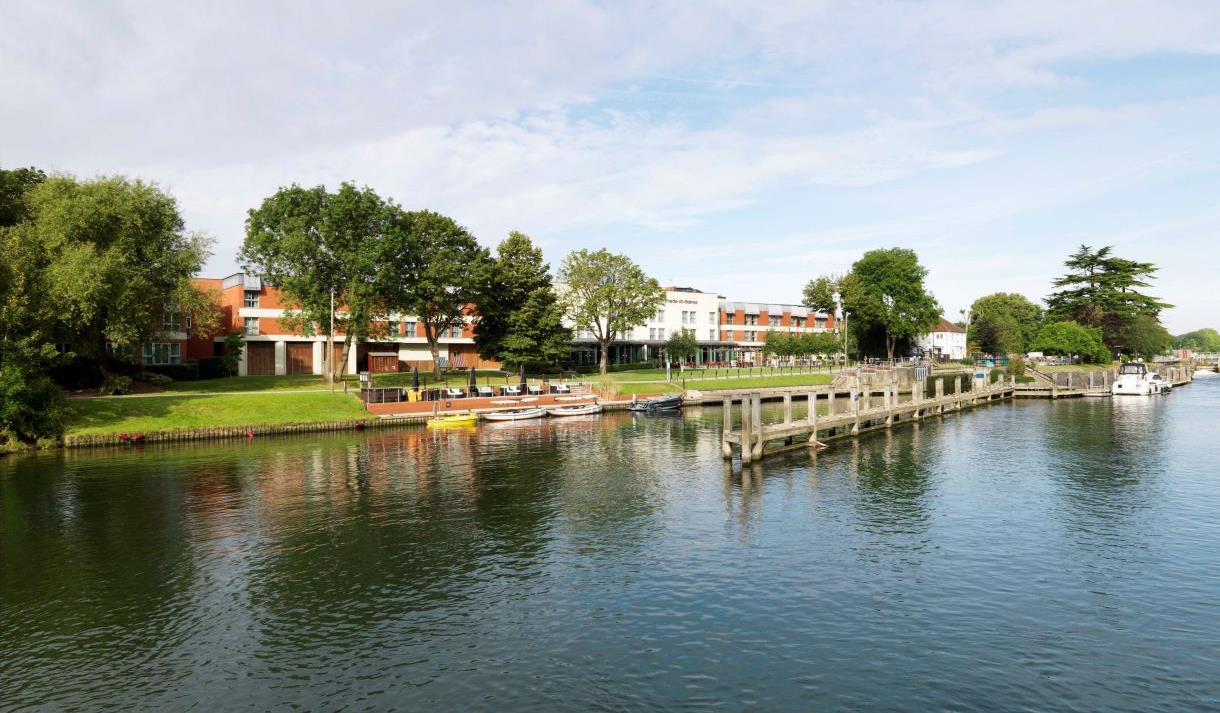 The Runnymede on Thames: exterior of the hotel by the riverside