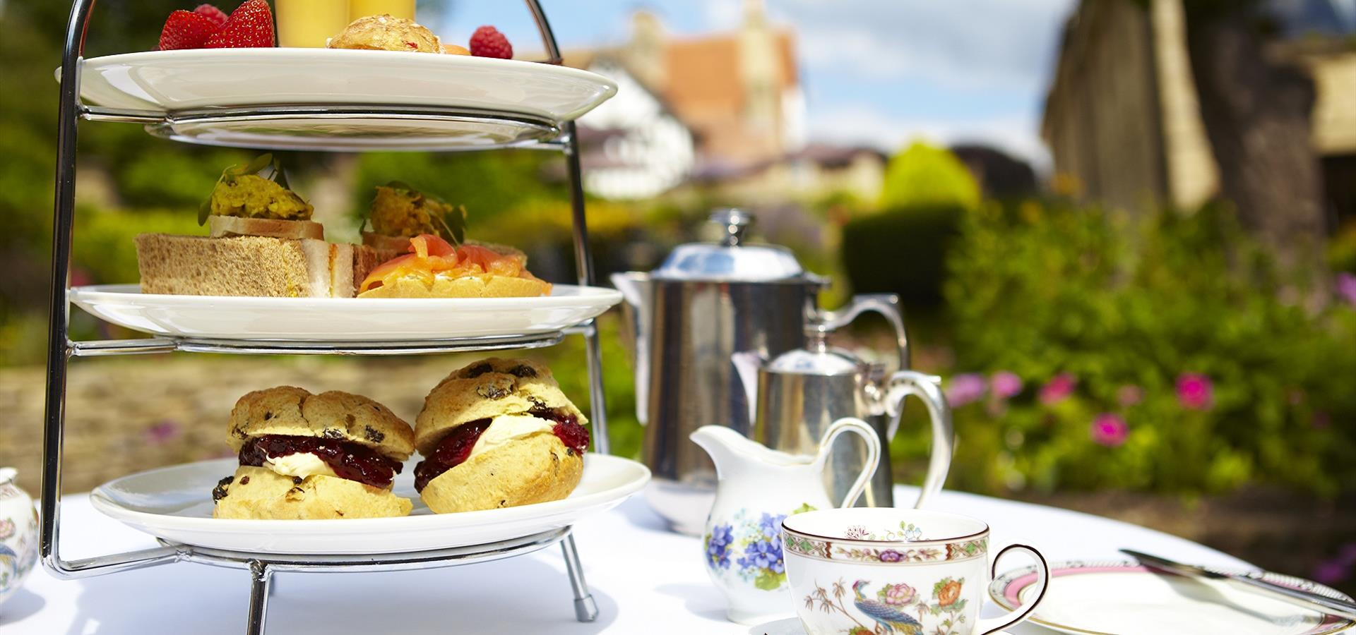 An image of Afternoon Tea in Filey by David Chalmers