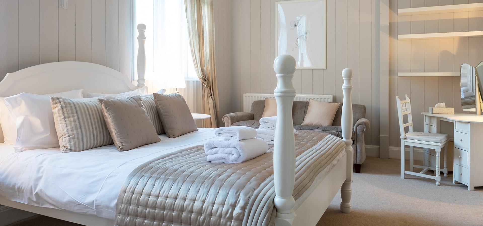 An image of Hotel Room, Whitby by Tony Bartholomew
