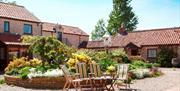 Keld Head Farm Cottages - Courtyard