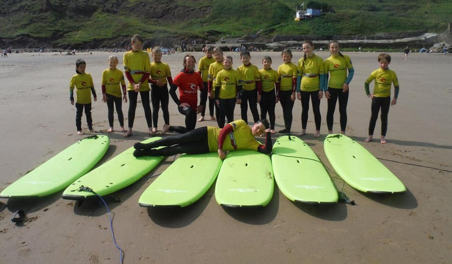 image of surfers