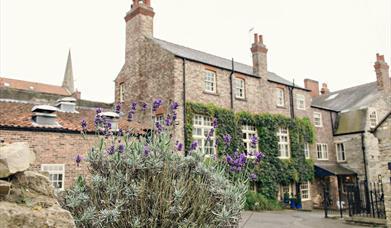 An exterior image of The White Swan Inn